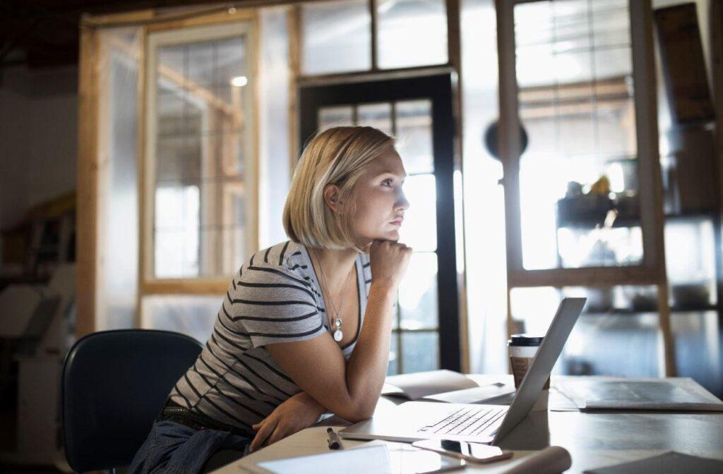 Jak zarządzać pracownikami podczas pracy zdalnej
